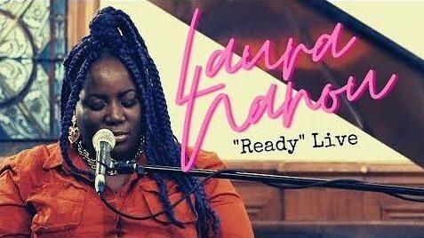Laura Nanou interprète « Ready » en session acoustique